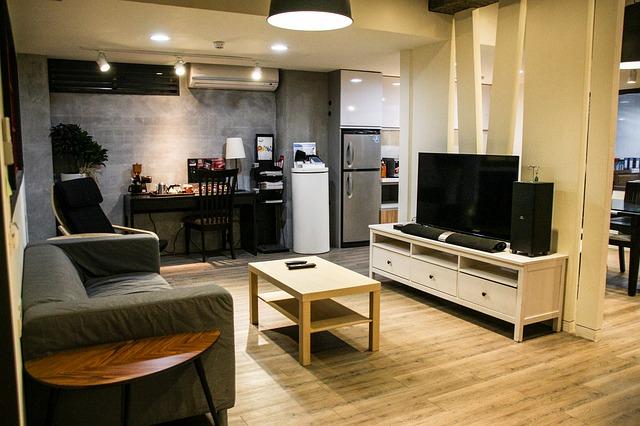 obývák, televize, kuchyně