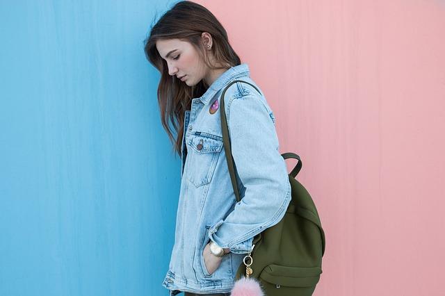 džínová bunda dívky