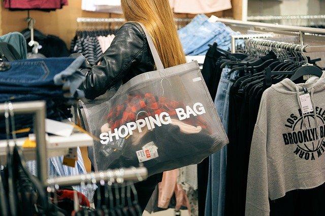 nakupování v obchodě